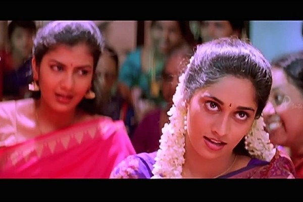 A still of actress Shalini in  Alaipayuthey